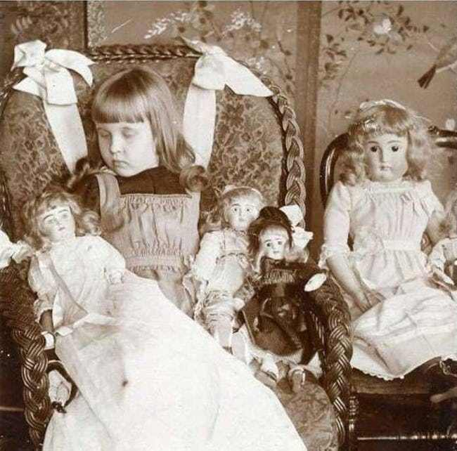 little-girls-would-practice-mourning-with-funeral-dolls-photo-u1