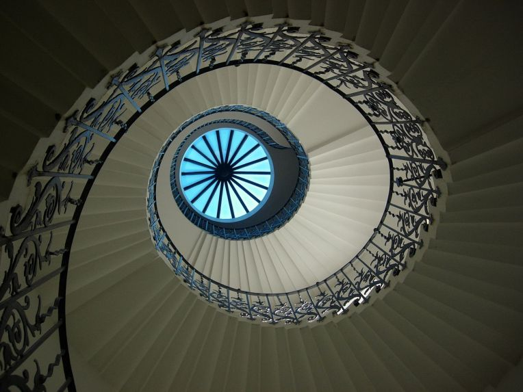 1280px-TulipStair_QueensHouse_Greenwich