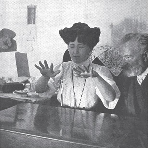 Stanislawa-Tomczyk-levitating-scissors-1909